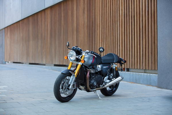 Thruxton-RS-Lifestyle-15