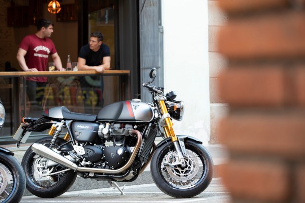 Thruxton-RS-Lifestyle-17